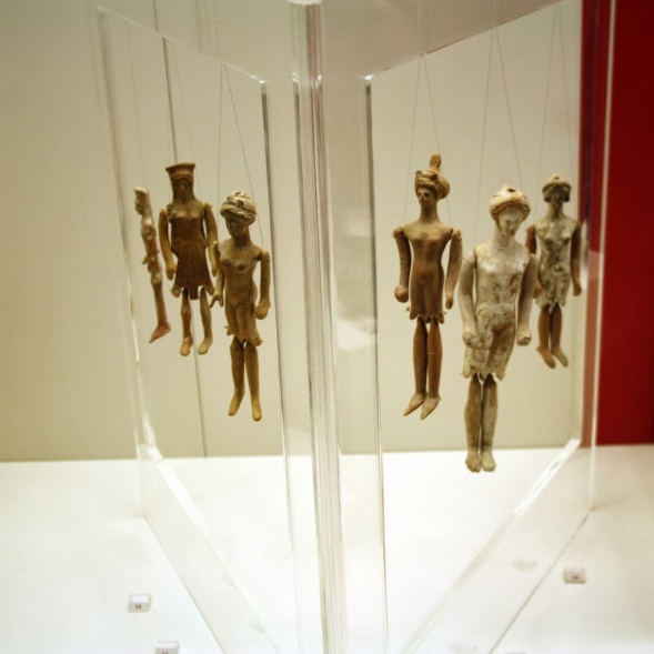 5014_-_Archaeological_Museum,_Athens_-_Dolls_