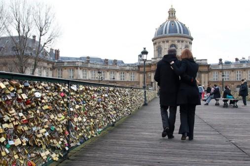 pont-des-arts-slide_273061_1947109_free-800x533