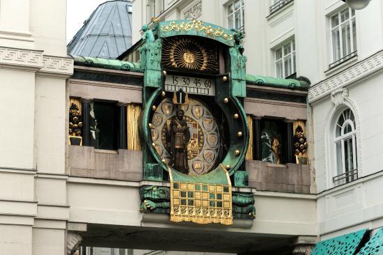 hoher-markt-clock-ankeruhr