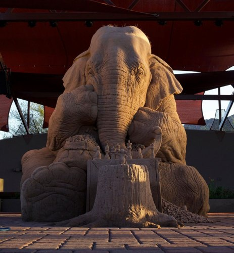 elephant-playing-chess-with-mouse-sand-sculpture-by-ray-villfane-and-sue-beatrice-9