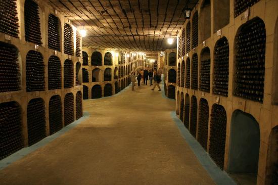 moldova-wine-cellar-tunnels-milestii-mici1