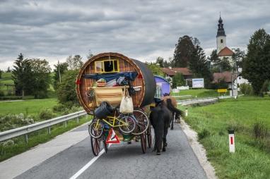gypsy-wagon-vardo-11